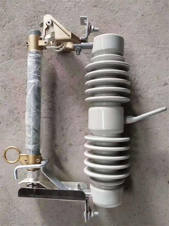 广西10kv柱上跌落式熔断器RW11-12订做厂家